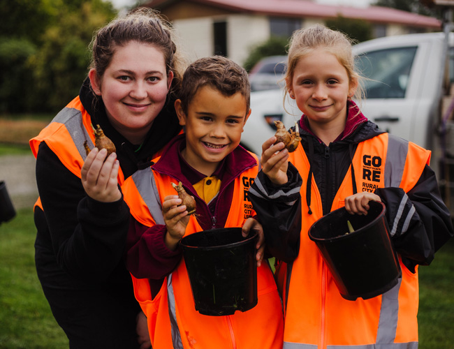 Southland Kiwi Can Students Daffodil Planting